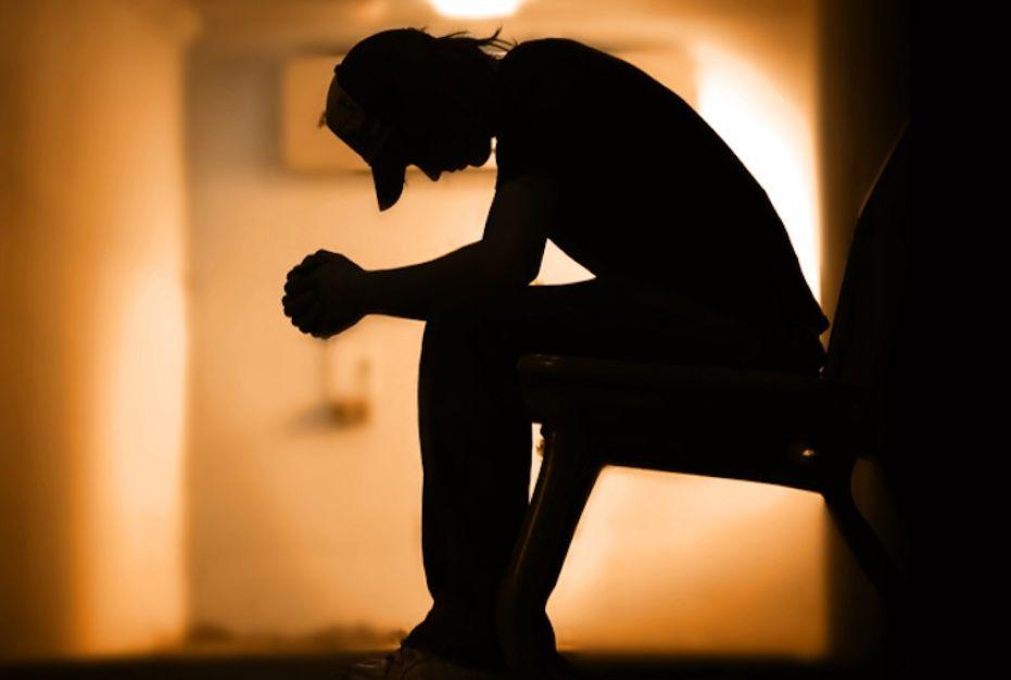 تعرف إلى علاقة الشعور بالنقص وعدم الثقة بالنفس وعلاجها في 12 سؤال