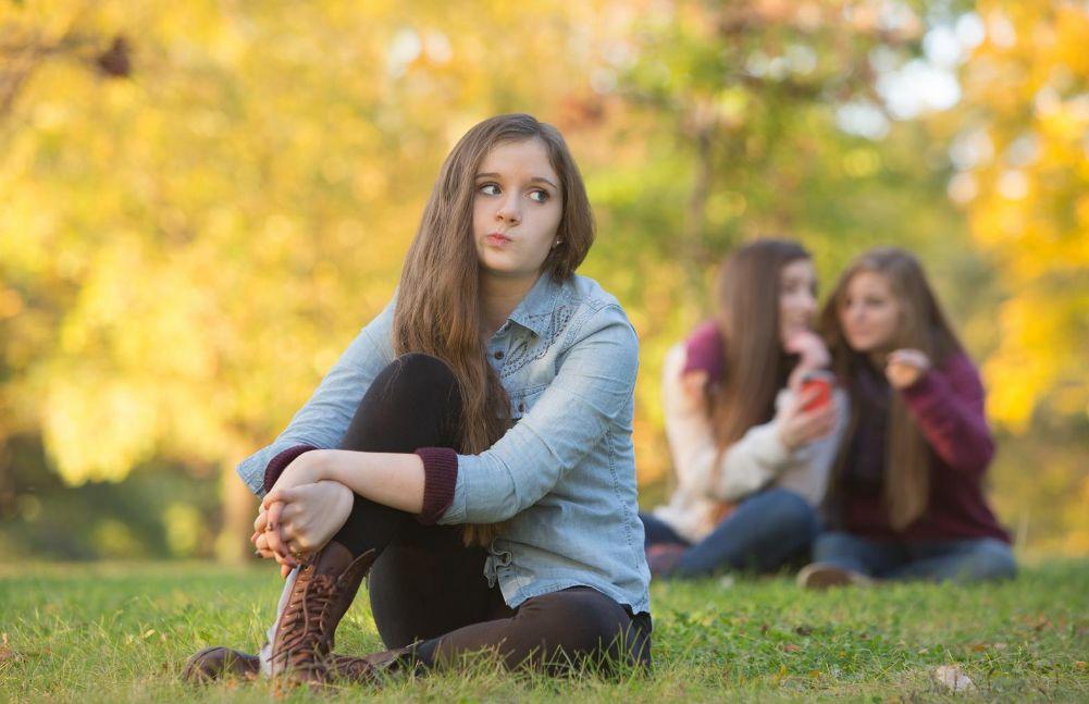 دور البيئة المحيطة في ثقة المراهقين بأنفسهم