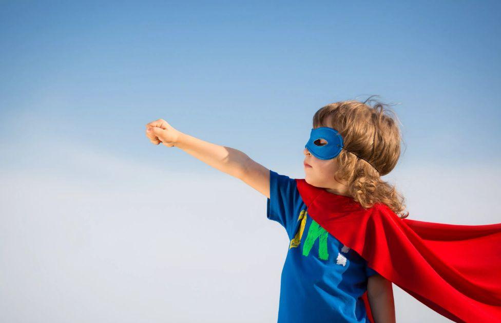 كيف يمكن للوالدين حماية أطفالهم من الشعور بالدونية وانعدام الثقة بالنفس؟
