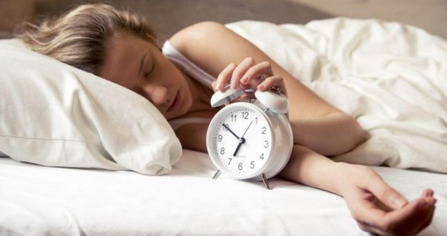 ما هي أعراض وأسباب وخطوات علاج النوم الثقيل ؟