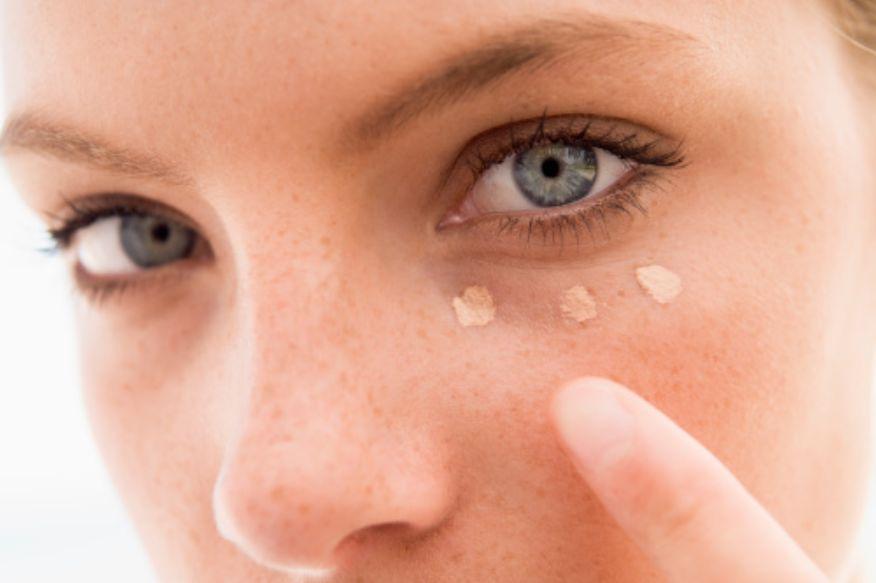 أسباب التهاب الجلد حول العين