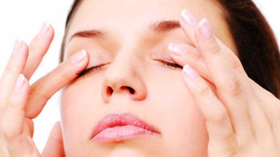 أعراض التهاب الجلد حول العين