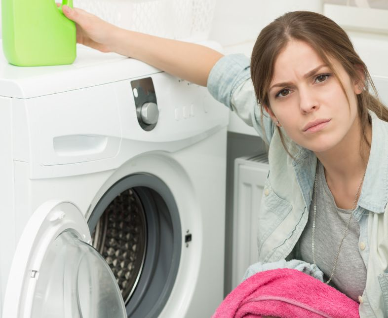 كيفية إزالة البقع من الملابس بعد غسلها