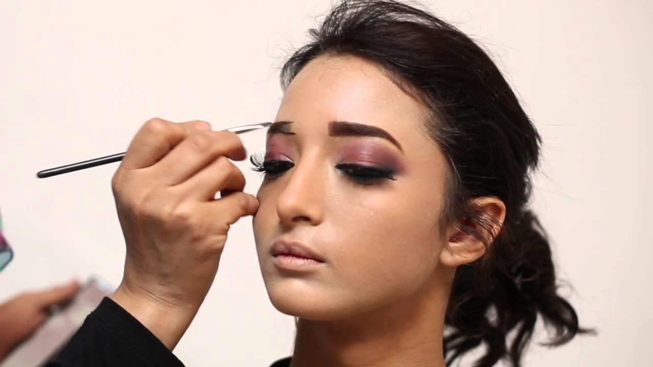 كيف تحصلي على مكياج العيون الجميلة