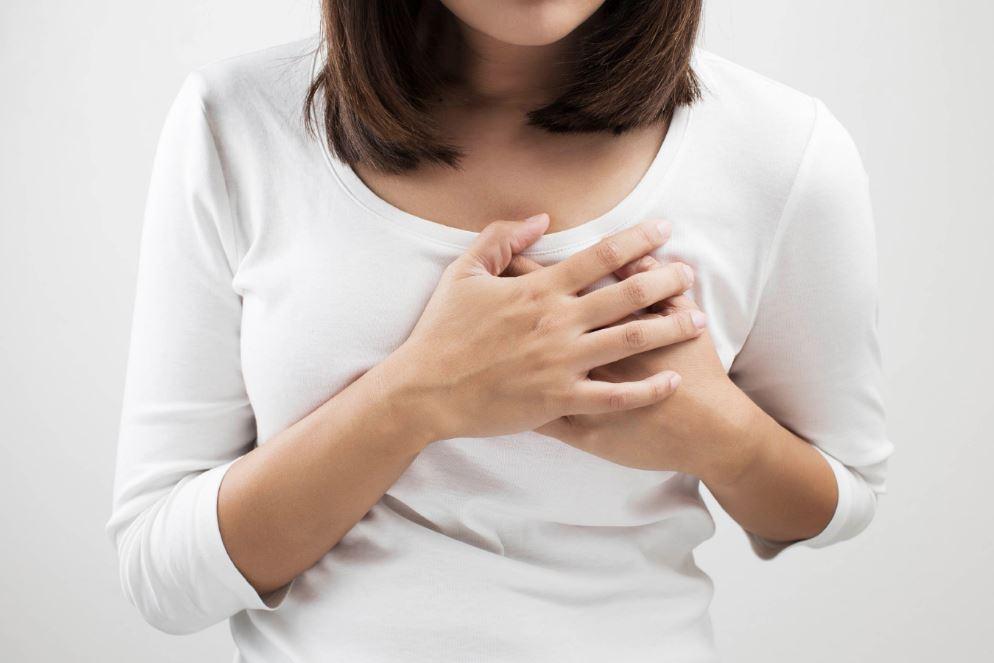 أسباب ألم الثدي الأيمن