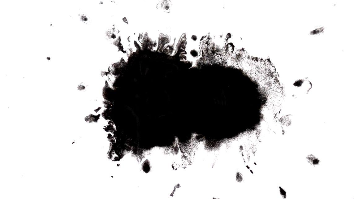 ثانيًا إزالة البقع السوداء من الملابس البيضاء حسب نوع البقعة