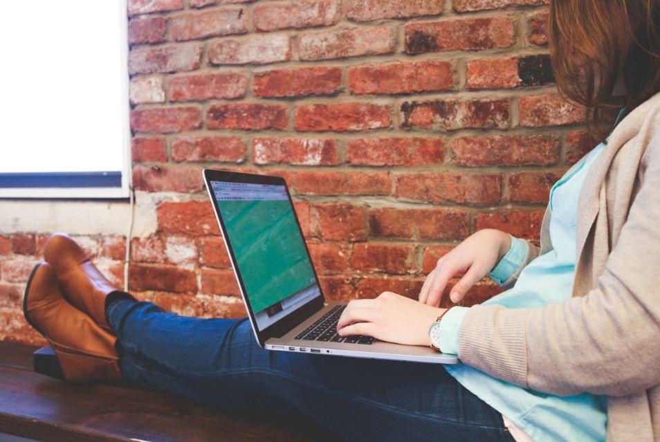 طرق واقعية لتحقيق دخل إضافي عن طريق النت إلى جانب وظيفتك