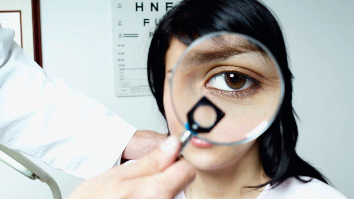 عدم وضوح الرؤية عند الاستيقاظ .. الدلائل والأسباب والعلاج