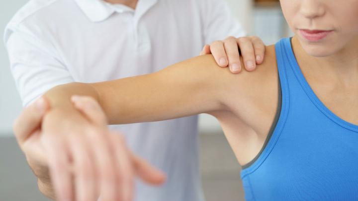 طرق علاج تمزق أربطة الكتف وما يجب القيام به مجلتك