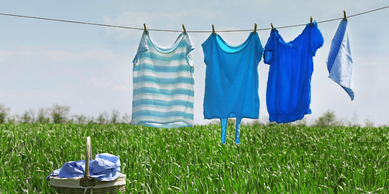 نصائح للحفاظ على الملابس الملونة خلال وبعد تنظيفها