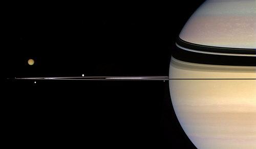 أقمار كوكب زحل