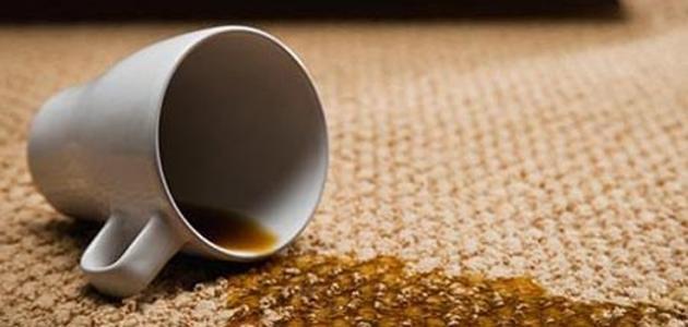 إزالة بقعة الشاي عن السجاد