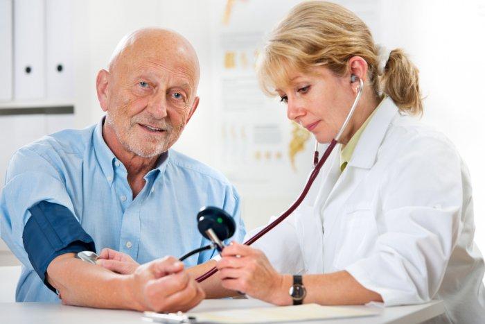 ضغط الدم الطبيعي لكبار السن