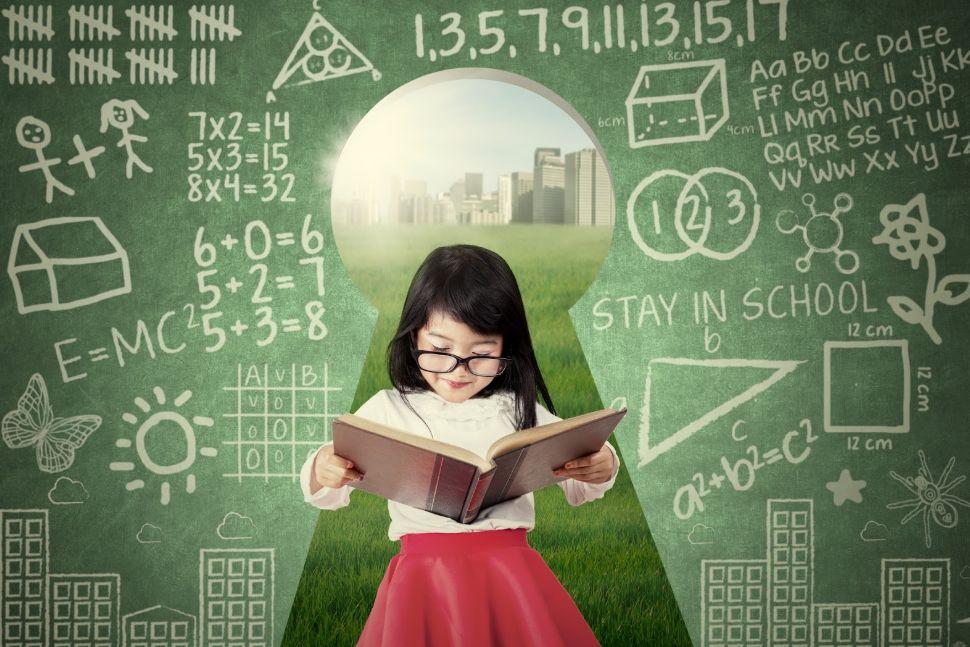 قراءة الكتب والأخبار والفقرات بتلك اللغة