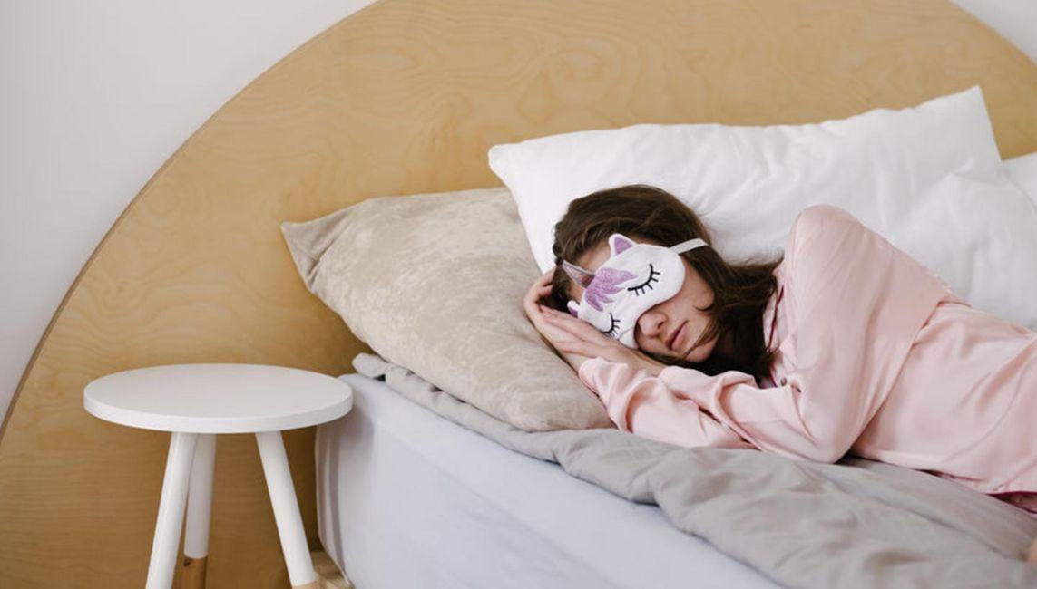 ما هي الأشياء التي تجلب النوم بسرعة ؟ إليك 21 شيء يمكنه ذلك