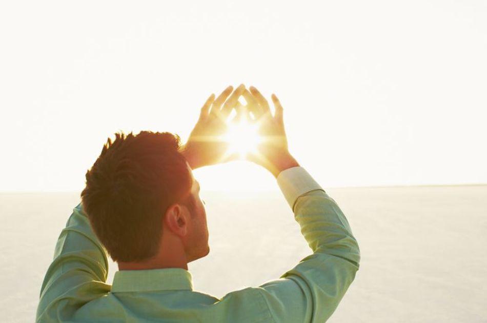 أفضل وقت للتعرض لأشعة الشمس وكم المقدار ولماذا عليك ذلك؟