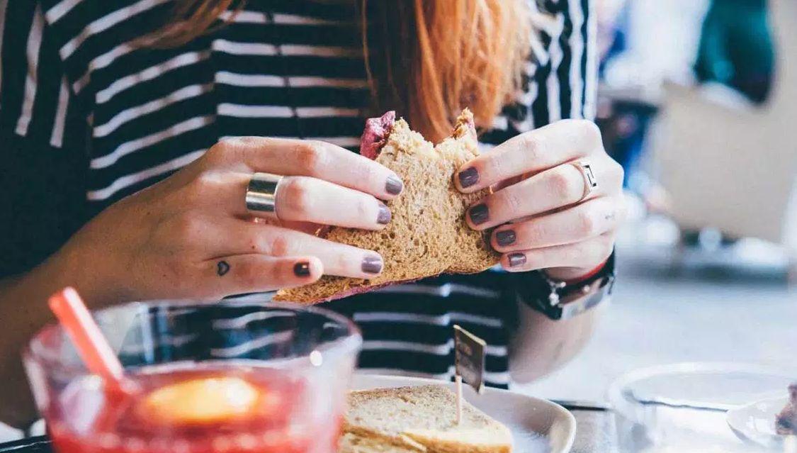 كيف تحافظ على وزنك بعد الرجيم مع الأكل الجاهز؟