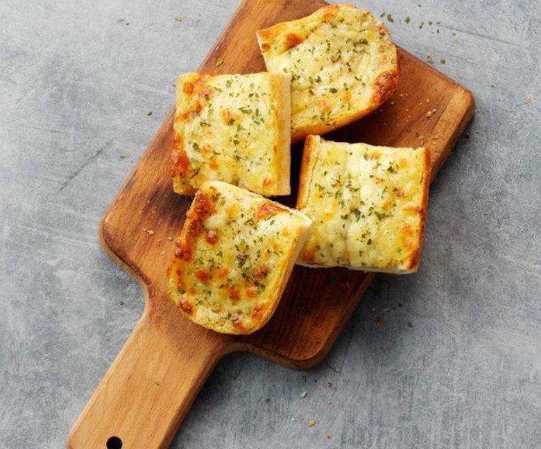 طريقة عمل خبز بالثوم والجبن بالفرن