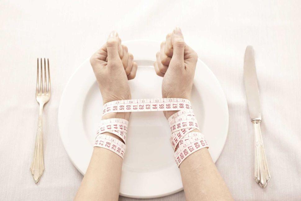 هل بالفعل الشعور بالجوع يحرق الدهون أم أنه يدفع الجسم للتمسك بها؟