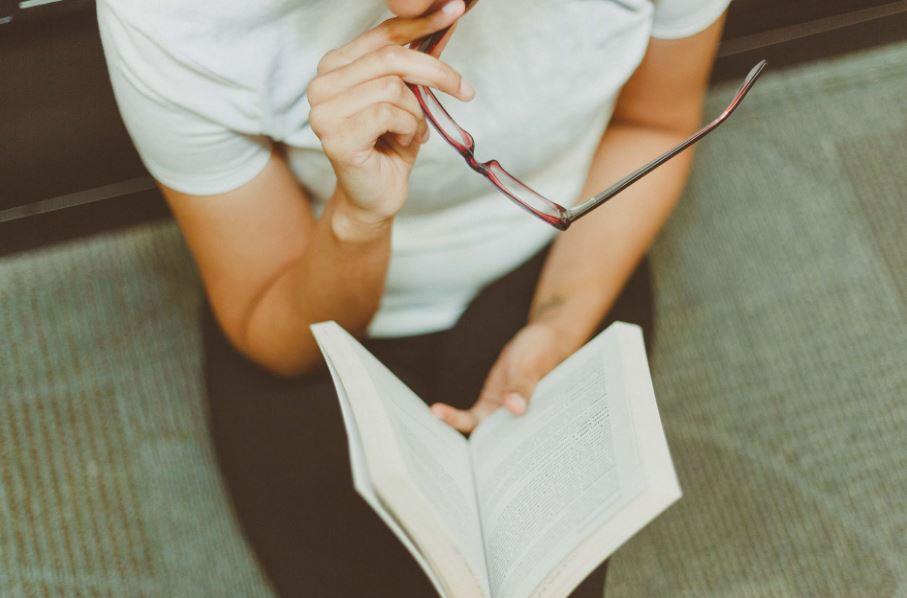 10 مواقع لتحميل الكتب الإلكترونية مجانًا لتبدأ القراءة الآن