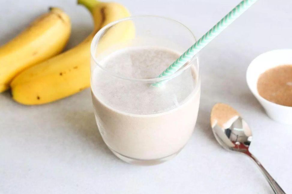 كوكتيل الموز مع القهوة وزبدة الفستق