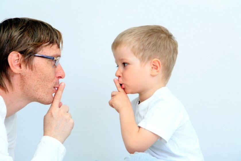 كيفية التعامل مع الطفل الغاضب وأفضل الردود