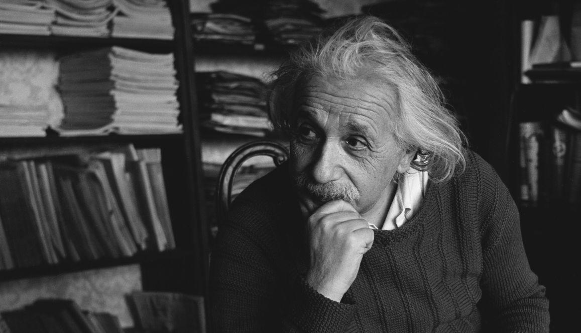 أينشتاين هي نظرية النسبية