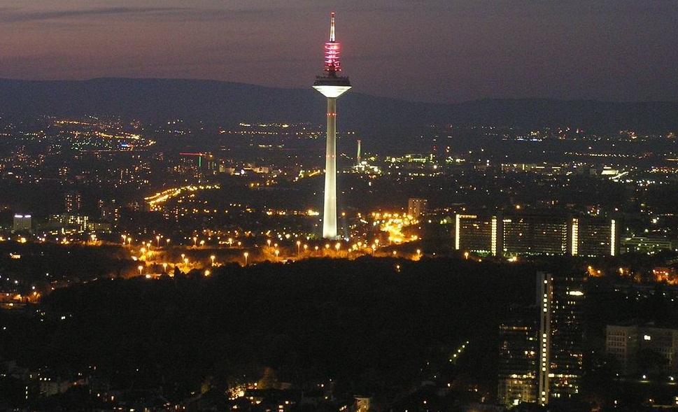 برج أوربا أفضل الأماكن السياحية