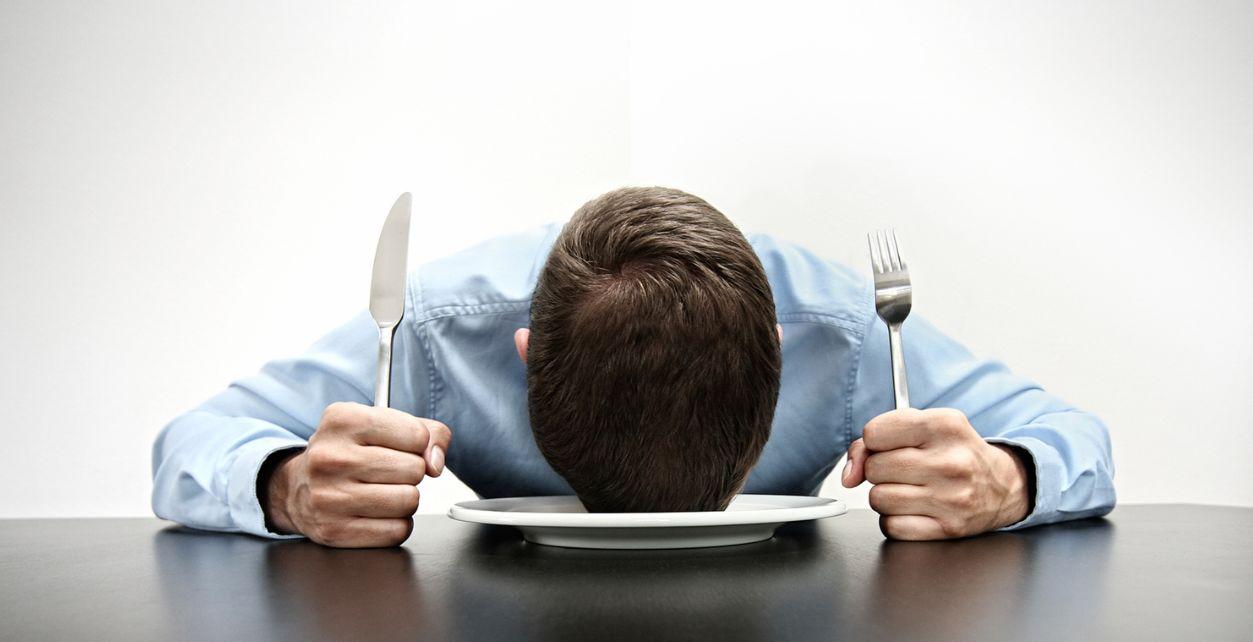 تأكد من النظام الغذائي الذي تتبعه فهناك نقص التغلب على الجوع أثناء الرجيم