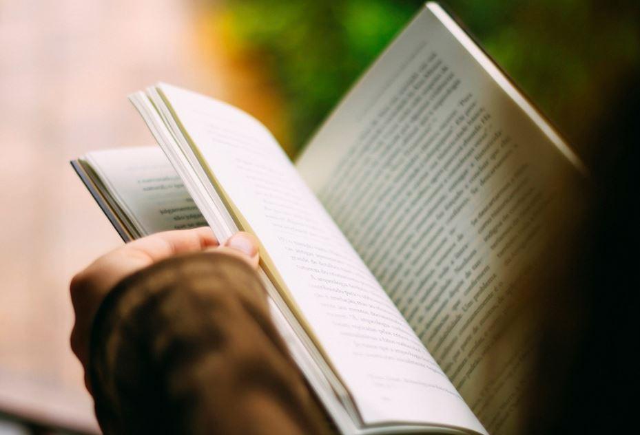 10 روايات رومانسية مترجمة لا تفوتها إن كنت من عشاق الرومانس