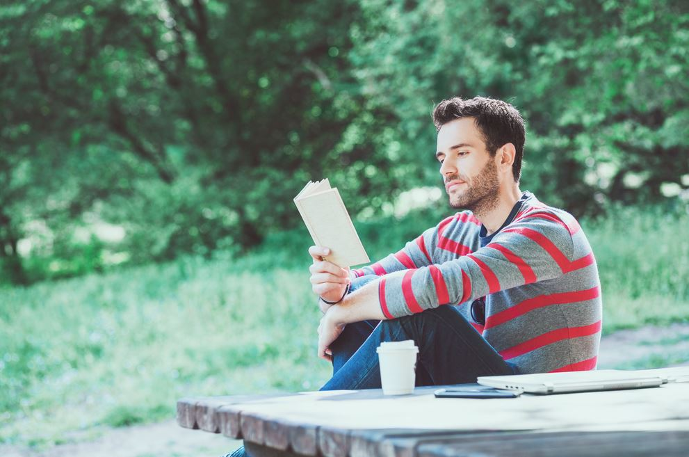 10 روايات عربية تستحق القراءة كتبت بإتقان أدبي عالٍ