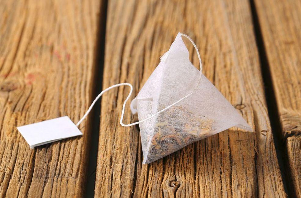 ظروف الشاي المنقوعة مزيل طبيعي للمكياج
