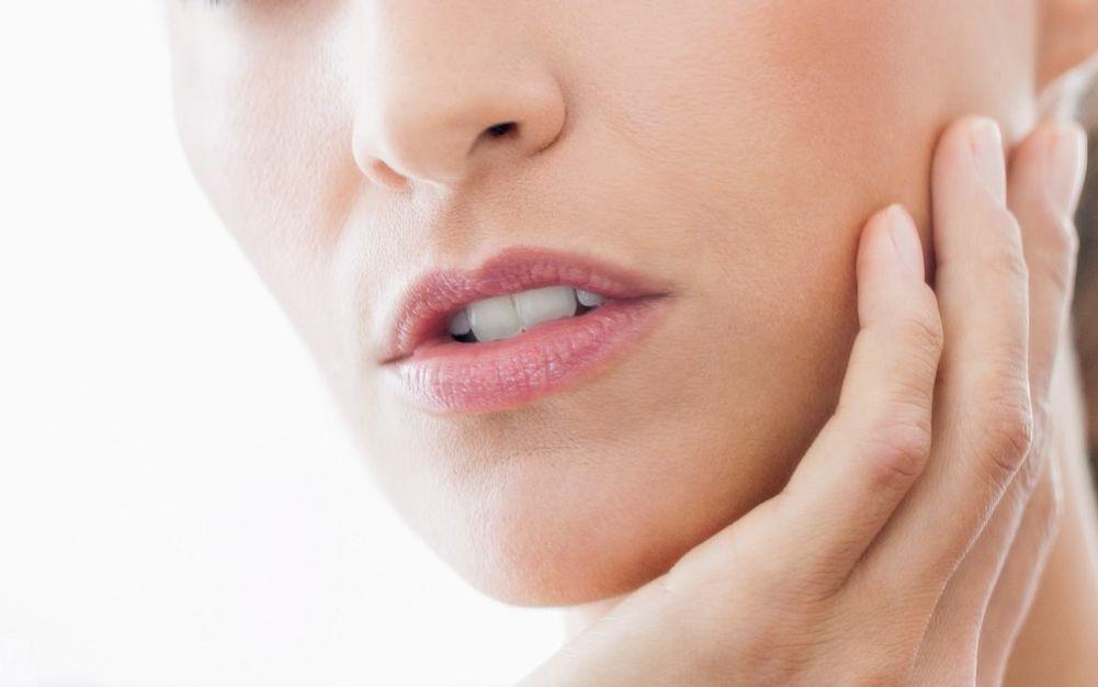 ما هي الأسباب التي تؤدي إلى احمرار الوجه؟