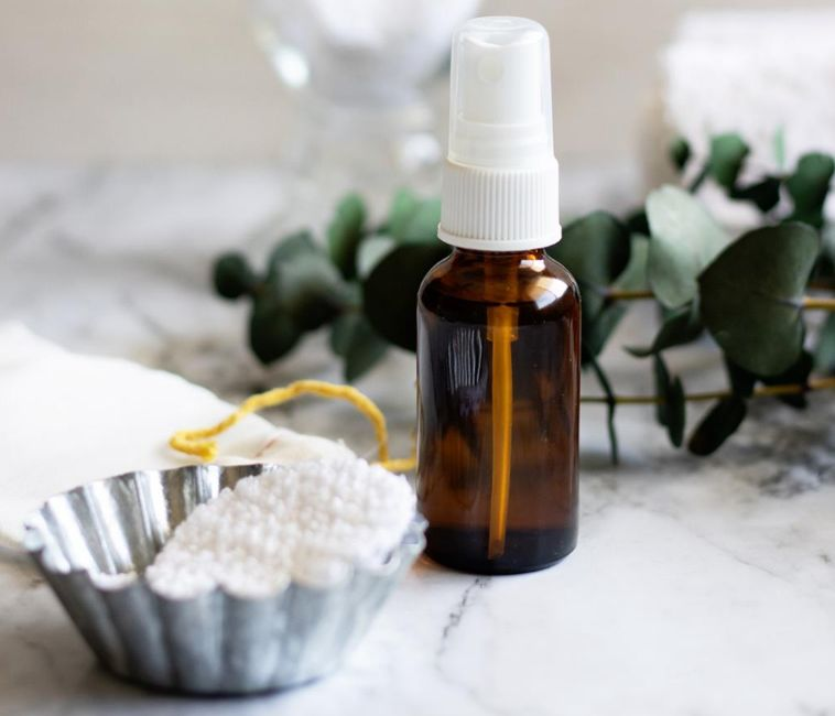 هل يغسل الوجه بعد التونر أم يجب أن يترك ويتم تطبيق كريم الترطيب بعده؟