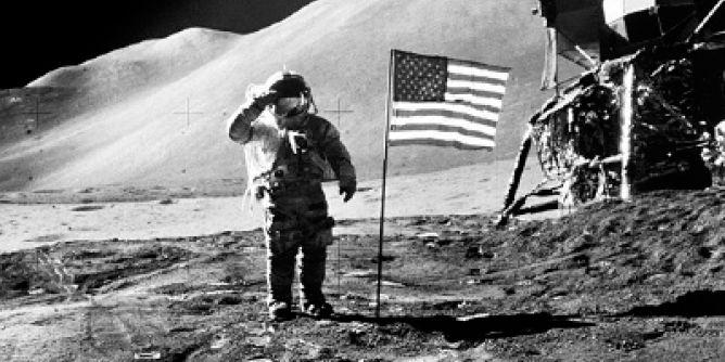 الهبوط على سطخ القمر