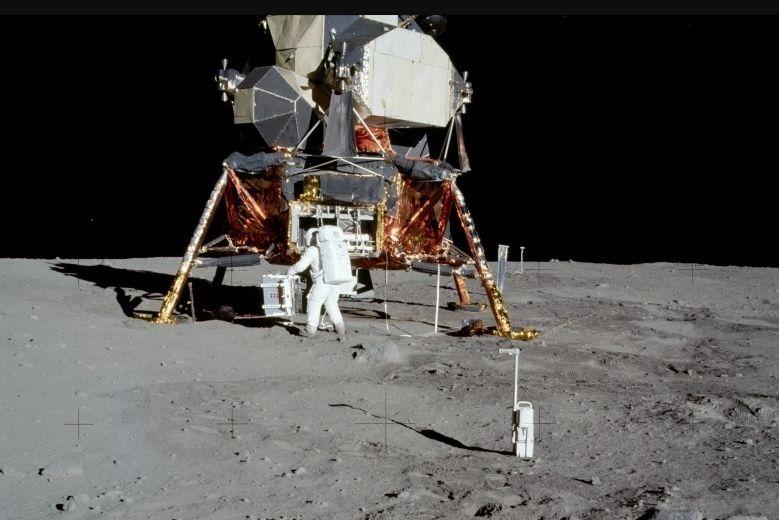 هل كان هبوط الإنسان على سطح القمر حقيقيًا!!!!!