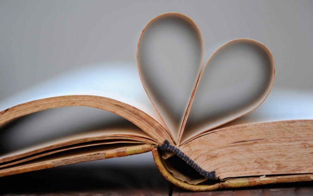 أريد أن أصبح دودة كتب تحب التهام كلمات وصفحات الكتاب ... كيف أحب القراءة ؟ - thaqafamall ثقافة مول