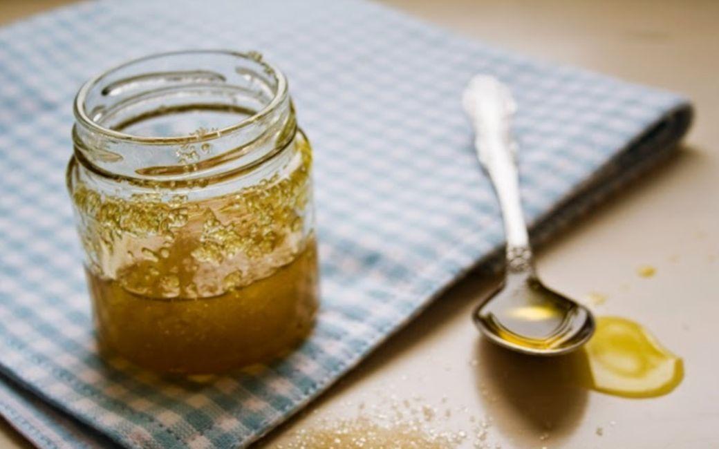 تقشير الوجه بالسكر وزيت الزيتون المفتاح لبشرة مشرقة ناعمة وصحية