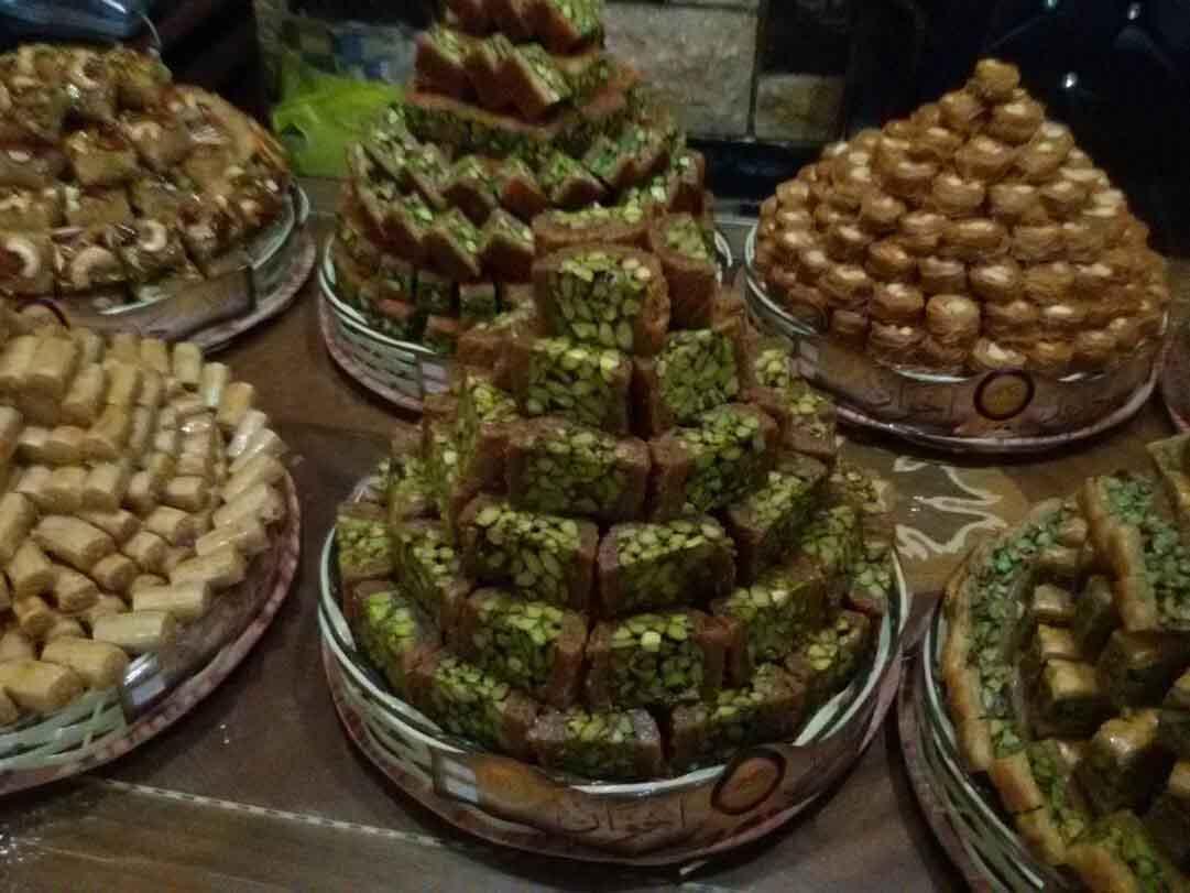 تجنبوا الإكثار من تناول الحلويات في العيد بشكل خاص