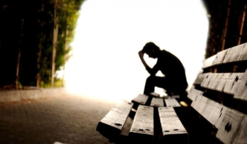 ما هي أعراض وأسباب و علاج الحزن الشديد ؟ وكيف يمكن تفريقه عن الحزن العادي؟