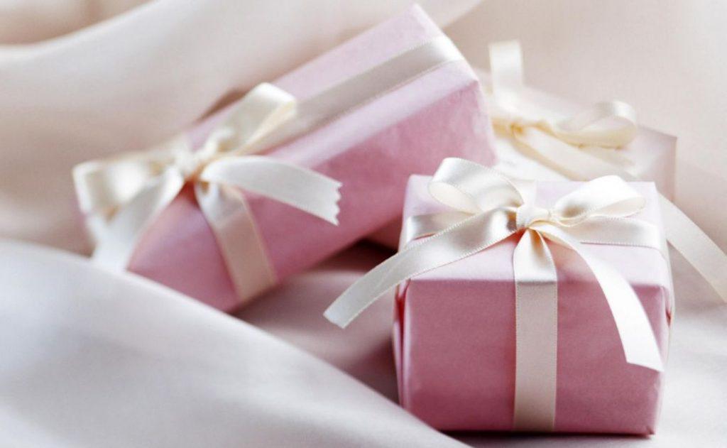 أفكار هدايا للبنات 70 هدية رائعة ما عليك إلا الاختيار من بينها مجلتك