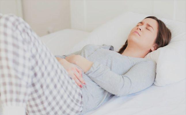 ما سبب تقلصات أسفل البطن وهل هي من أعراض الحمل مجلتك