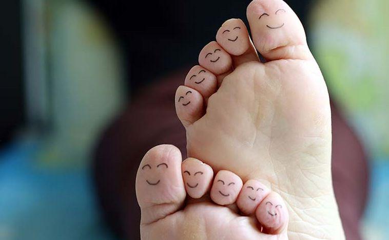 أسباب وأعراض و علاج تشقق القدمين الشديد بالخطوات والوصفات الطبيعية مع الوقاية