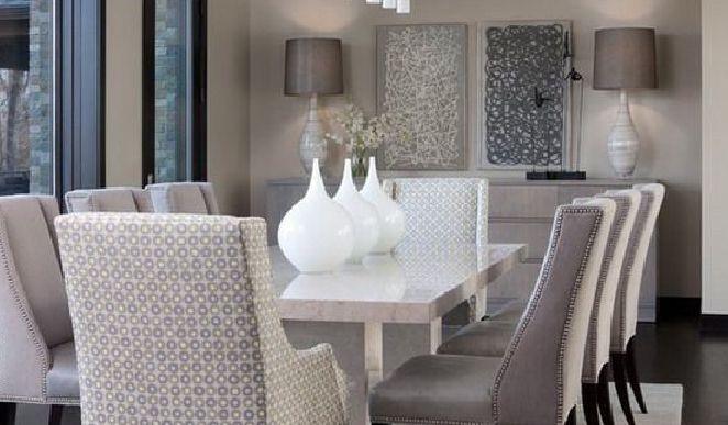 طاولة وكراسي صغيرة