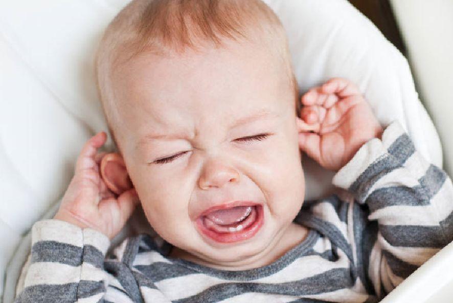 ما هي أسباب و أعراض التهاب الأذن الوسطى وكيف يمكن التعامل معه؟