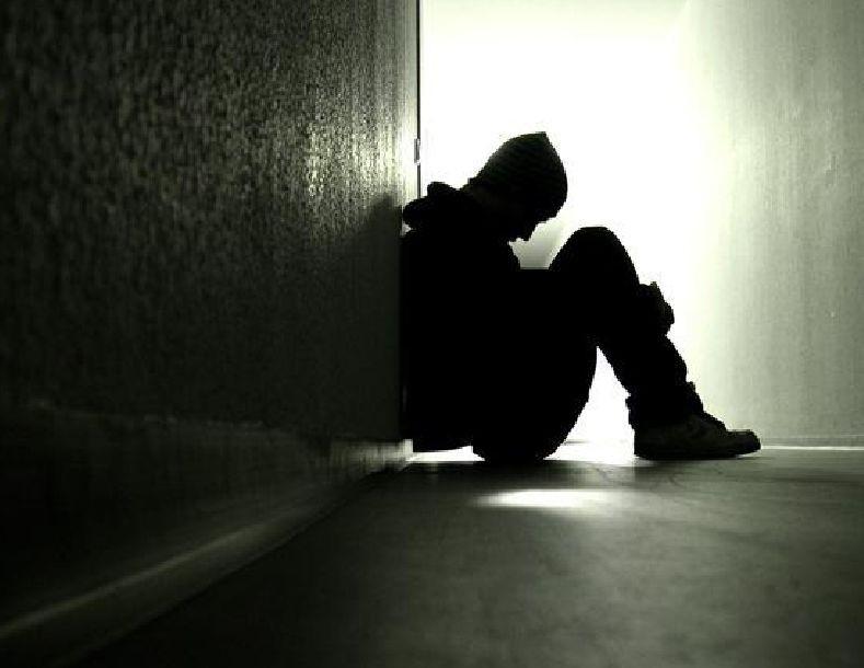 من أي منهما أنت تعاني؟ إليك 8 علامات تحدد ذلك مع علاج الحزن والاكتئاب بشكل نهائي