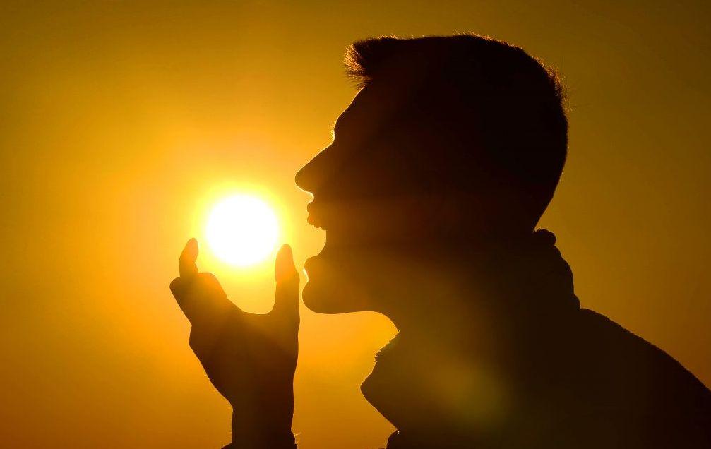 الحماية من حروق الشمس للوجه أم الحصول على فيتامين D