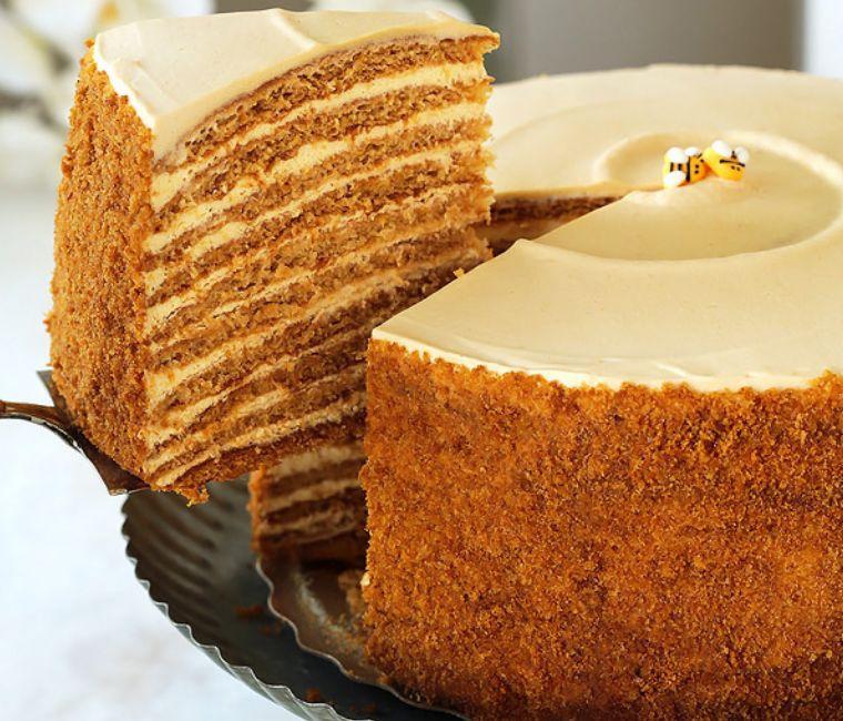 كيكة العسل الروسية المذهلة Medovik Torte والتي لن تتذوق مثلها أبدًا