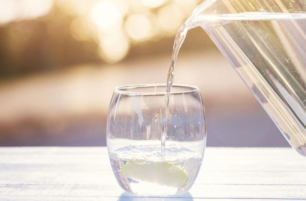 عند شرب الماء على الريق فإن 11 أمر مدهش سوف يحدث لك