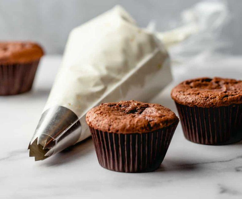 طريقة كريمة الزبدة بـ الفانيليا – الشوكولا – الفراولة – القهوة – الكراميل ..